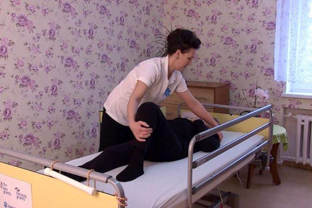 wideo, poradnik, opieka nad pacjentem, opiekun, zmiana pozycji