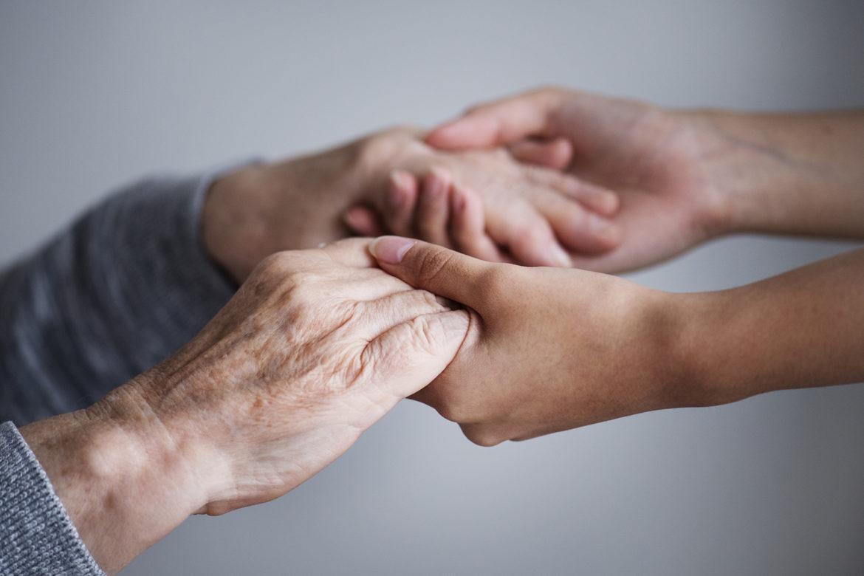 pacjent, opiekun, długotrwała choroba, wsparcie państwa, opieka,