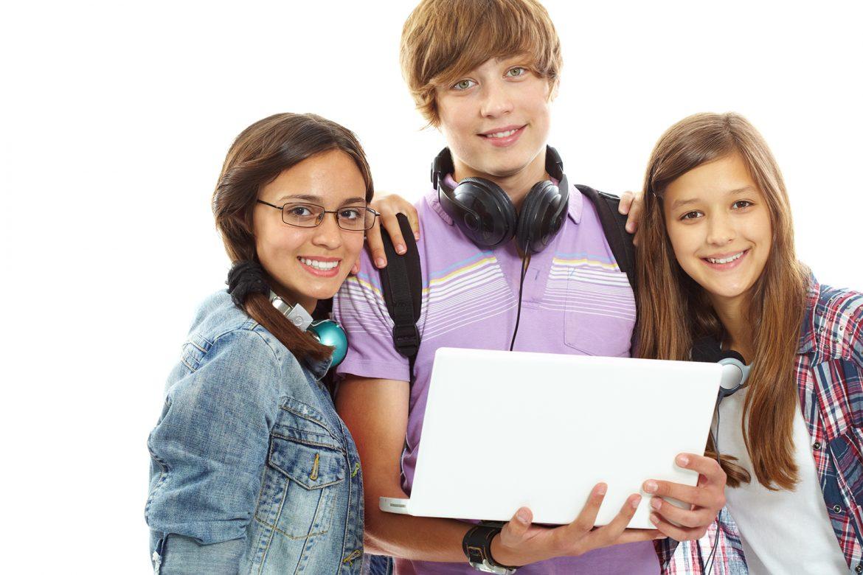 psychologia, dziecko, nastolatek, komputer, smartfon, badania naukowe, ankieta w szkołach, uzależnienie