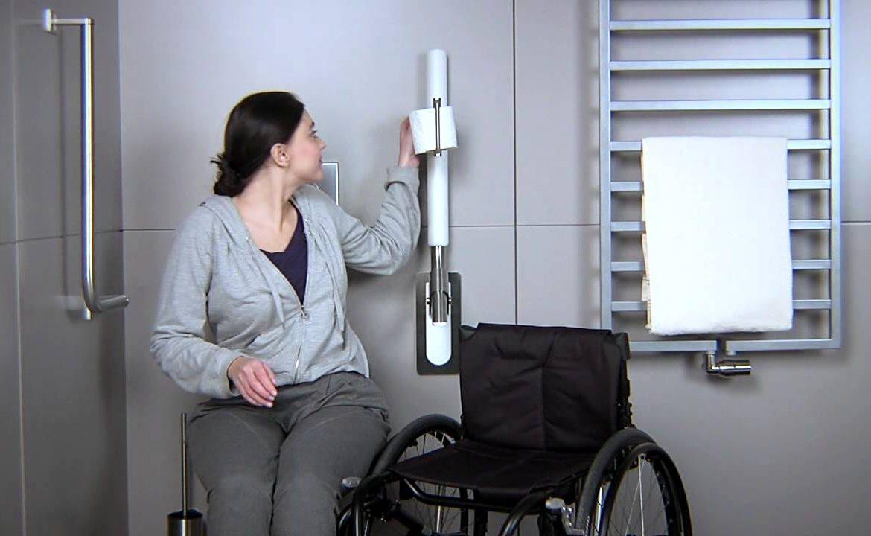 wc, toaleta, pacjent i opiekun, wózek inwalidzki, projekt łazienki