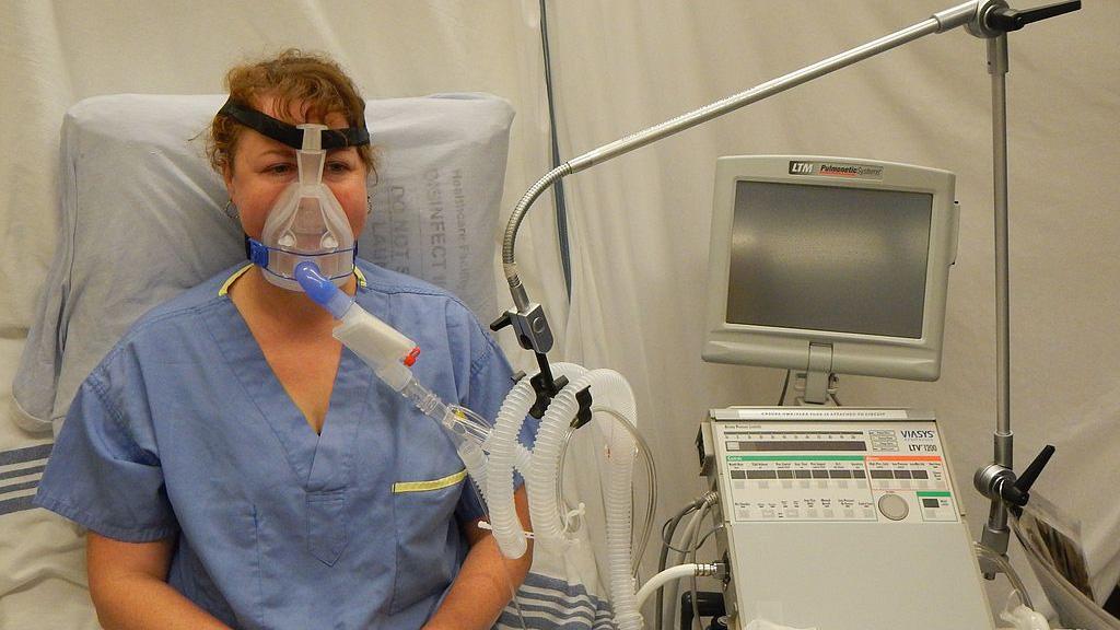 respirator, SLA, stwardnienie zanikowe boczne, wspomaganie oddechu, niewydolność oddechowa