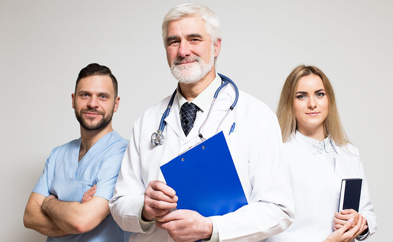 lekarz, pielęgniarka, fizjoterapeuta, espół leczenia respiratorem, respirator domowy, personel medyczny