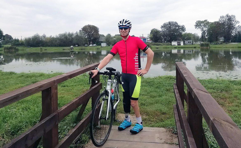 Marek Stępniak, Kamil Misztal, w protezie na rowerze, amp futbol, PFRON, film dokumentalny, niepełnosprawność