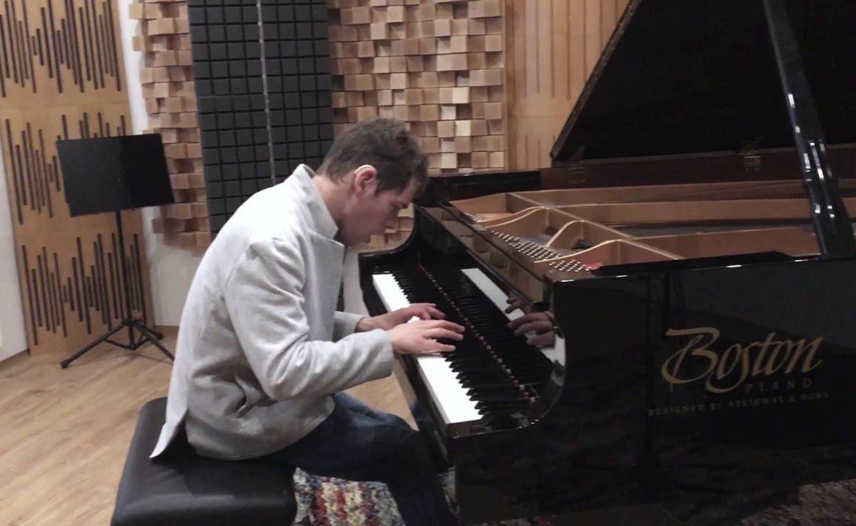 Grzegorz Płonka, pianista, słyszę światło ksieżyca, niepełnosprawność, człowiek bez barier