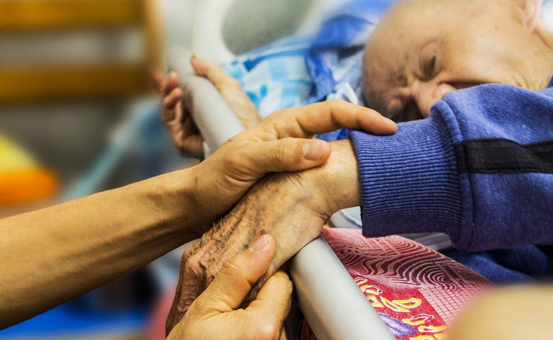 niedożywienie, pacjent, opieka nad pacjentem, żywienie sondą, dysfagia, gastrostomia