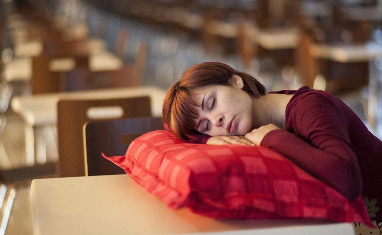 zaburzenia snu, problemy ze snem, bezdech senny, OBS, wentylacja nieinwazyjna, zdrowy sen, lekarz, dr. aleksander kania