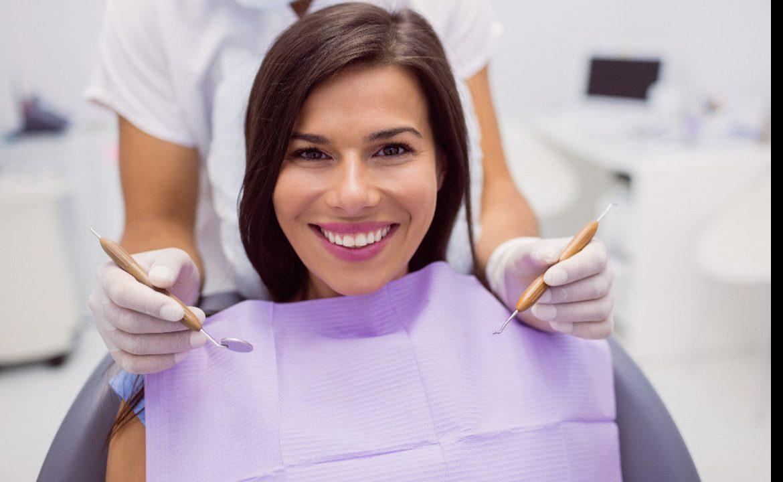 dziąsła, choroby przyzębia, stomatolog, pacjent, zapalenie dziąseł