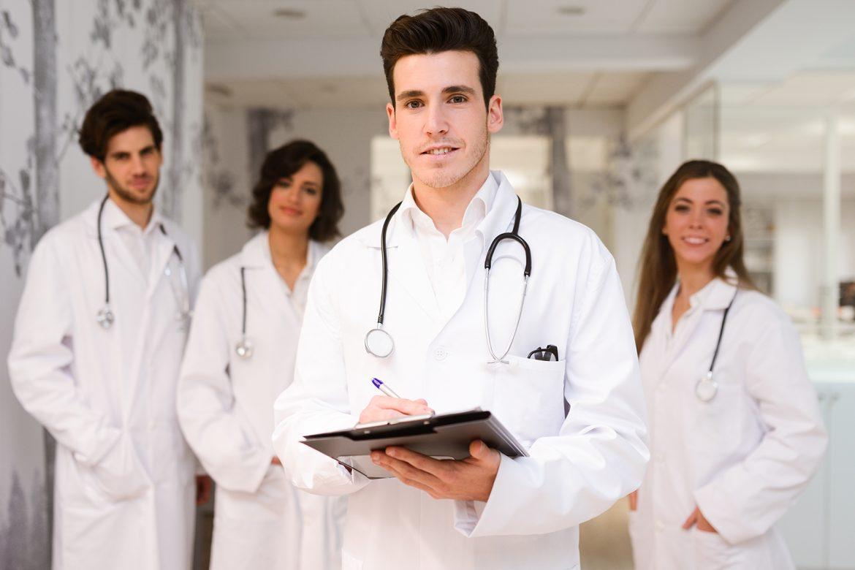 lekarz, personel medyczny, covid-19, szczepienie, epidemia, koronawirus w polsce