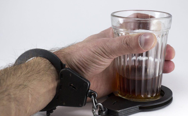 alkohol, AA, uzależnienie, alkoholik, alkoholik funkcjonujący, terapia uzależnień, pacjent, styl życia