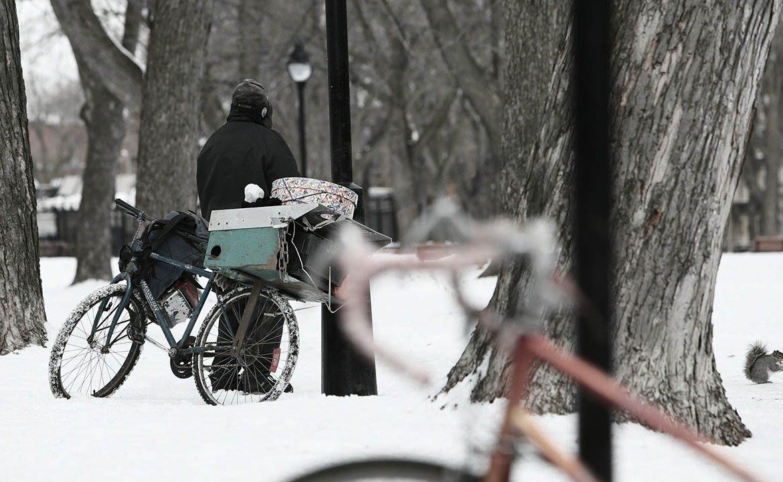 zimno, zima, hipotermia, bezdomny, dreszcze, sinienie, mróz
