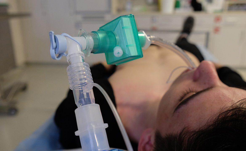 pacjent, respirator, cierpienie, co czuje pacjent pod respiratorem, wentylacja domowa, szpital,