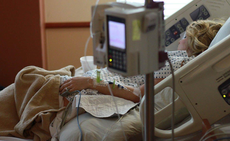 respirator, leczenie respiratorem, oddział covidowy, szpital, zapalenei płuc, zapadanie się płuc,