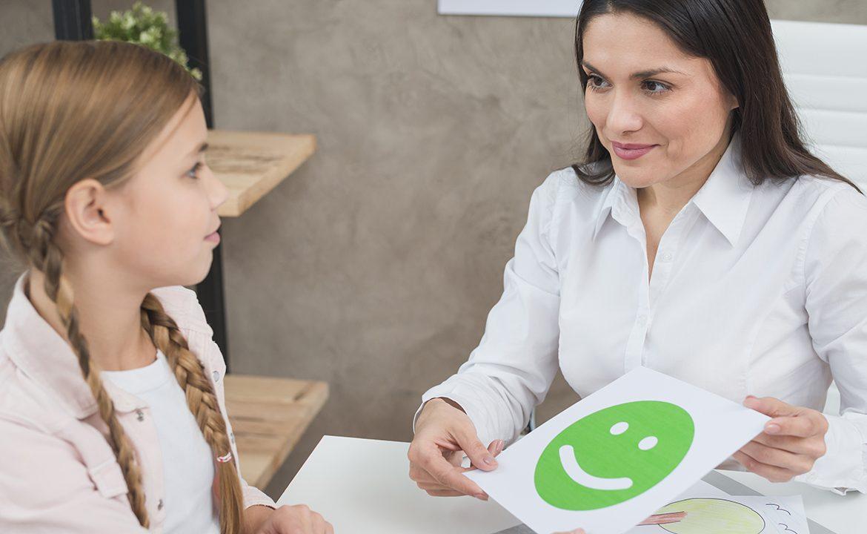 dziecko, psycholog, emocje, rodzice, kłopoty z dzieckiem kiedy iść z dzieckiem do psychologa, psycholog dziecięcy