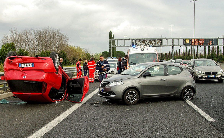 wypadek samochodowy, pomoc, pierwsza pomoc, ICE, 112
