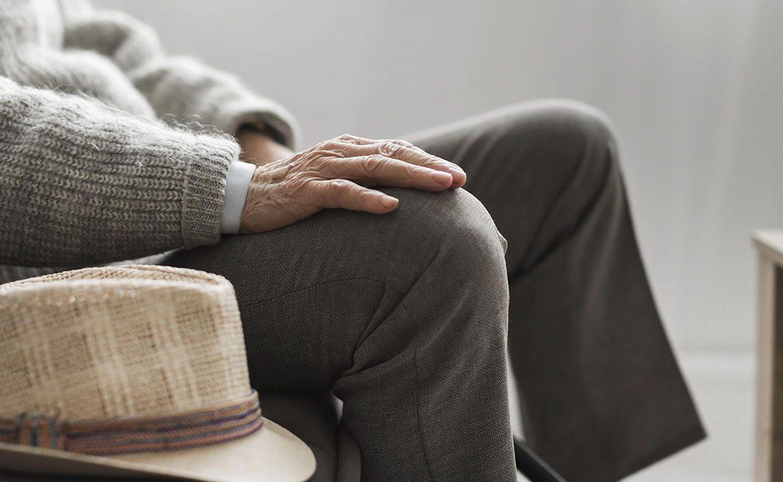 pacjent, senior, staruszek, alzheimer, otępienie, demencja, etapy choroby alzheimera