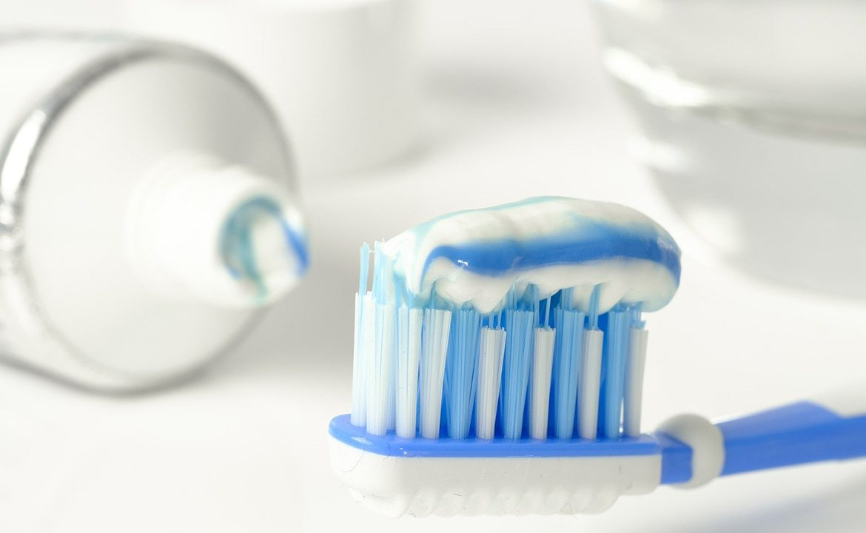 mycie zębów, zalapanie dziąsel, udar niedokrwienny, zawal serca, pacjent, higiena jamy ustnej
