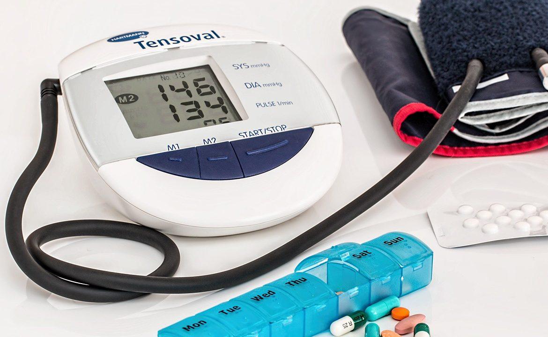 leczenie, nadciśnienie, pomiar cisnienia, pacjent,, demencja, zmiany poznawcze