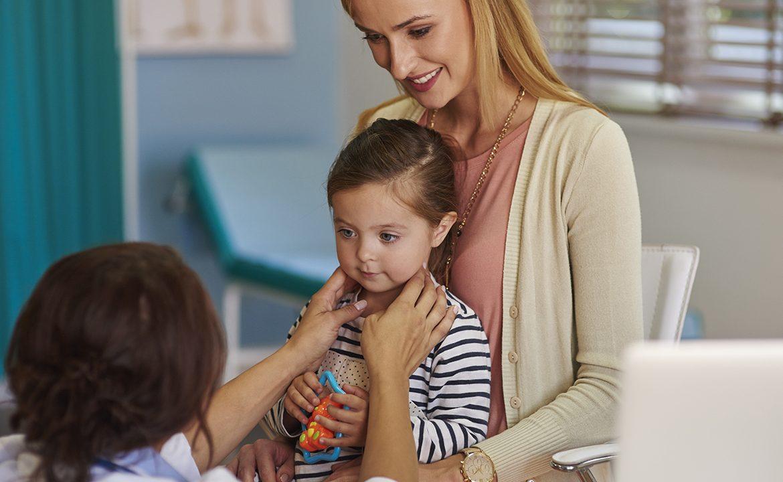migdałki, dziecko, opieka nad dzieckiem, laryngolog, wycięcie migdalków, przycięcie migdałków, migdałki