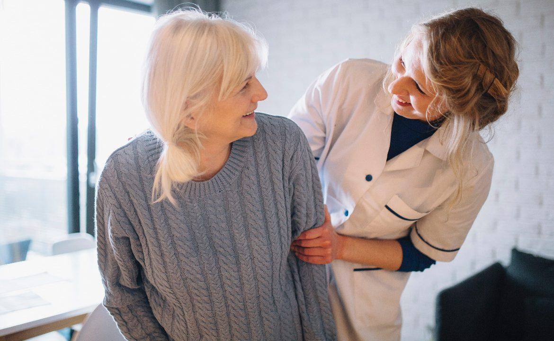 opieka długoterminowa, pielęgniarka, pacjent,